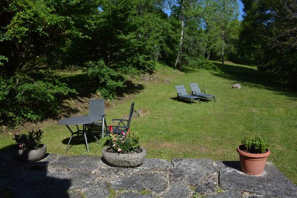 Overzicht vanaf het verhoogde terras.