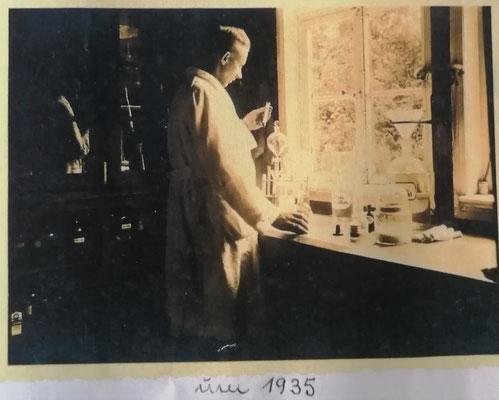Hermann Rasch im Labor, um 1935, Foto: Archiv Rasch