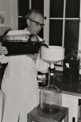Hermann Rasch im Labor, Foto: Archiv Rasch