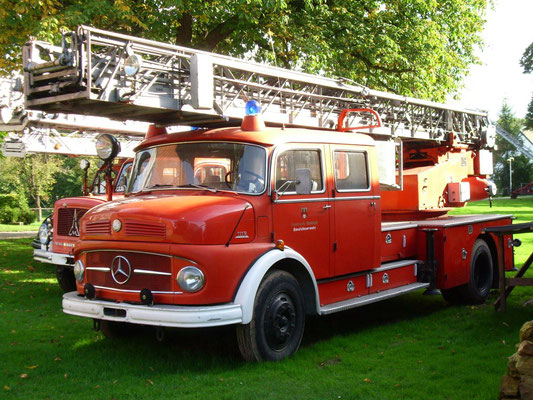 Feuerwehrfahrzeuge aus allen Zeiten - hauptsache rot!