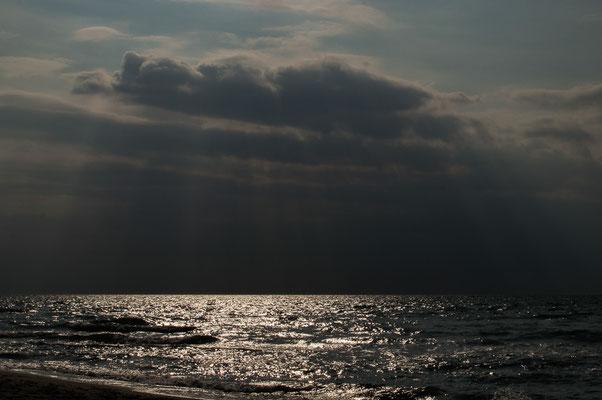 Sonne und Wolken über dem Meer/ Ostsee
