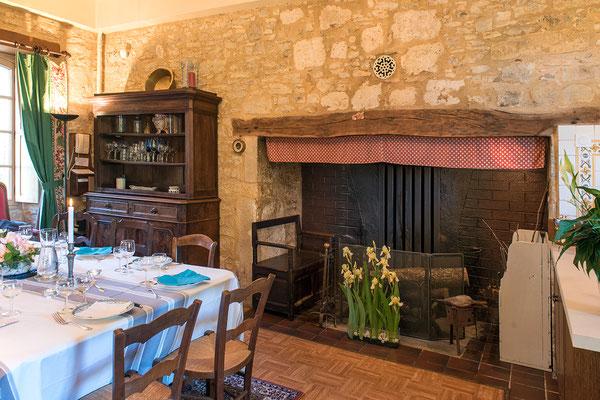 Domaine de Viel Castel, salle a manger avec cantou