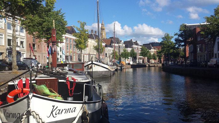 Onze ligplaats in Groningen -Het Hooge der A-. Midden in de stad. Heel levendig.
