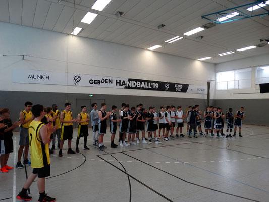 Das Turnier beginnt: Vorstellung der Mannschaften