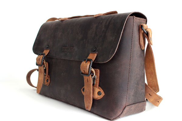 Margelisch, leather messenger