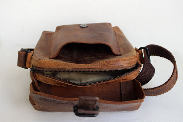 Margelisch, leather Messengerbag