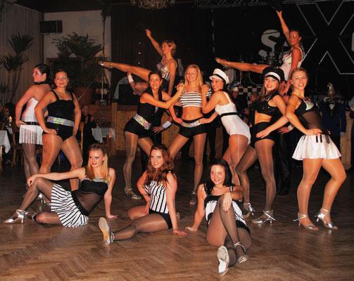 Perfekte Performance, atemberaubende Akrobatik - die Tänzer/innen sind eine Schau