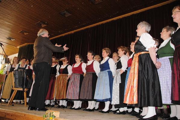 Der Landfrauenchor Dingolfing-Landau hält die Gäste des Landfrauentages musikalisch bei Laune