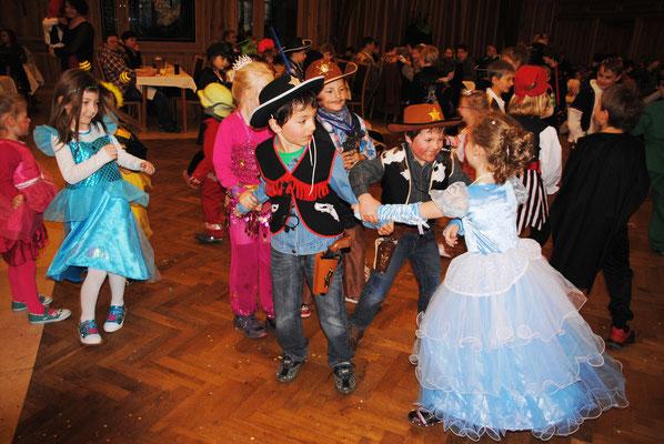 Wenn Prinzessin mit Cowboy tanzt, dann ist Fasching