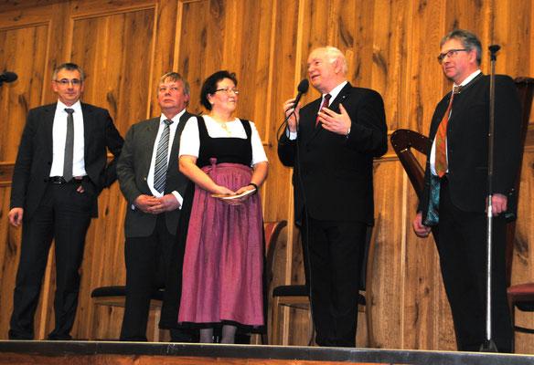 Maria Biermeier führte als ehemalige Bezirksbäuerin Gespr#che mit den Ehrengästen des  Landfrauentages