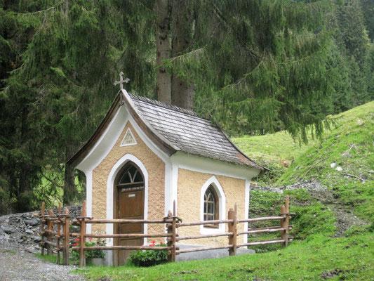 Die kleine Kapelle bei der Klooalm/Kirchberg in Tirol lädt zum Innehalten ein