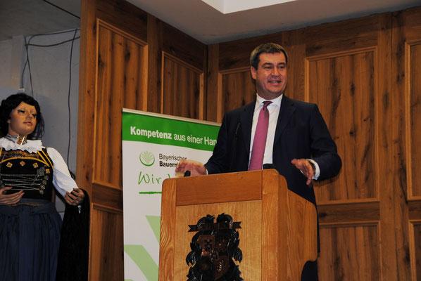 Festredner Markus Söder lobte beim Landfrauentag das vielseitige Engagement der Bäuerinnen