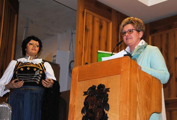 Kreisbäuerin Irene Waas freute sich über die Anwesenheit vieler namhafter Gäste beim Landfrauentag