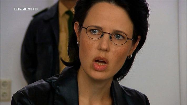 Ravienne Art Darstellerin - Screenshot - Anwälte der Toten - RTL