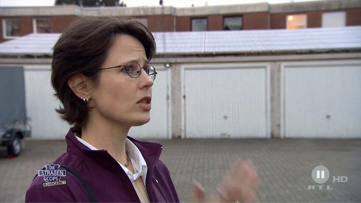 Ravienne Art Darstellerin - Screenshot - Die Straßencops Ruhrgebiet-Jugend im Visier - RTL II