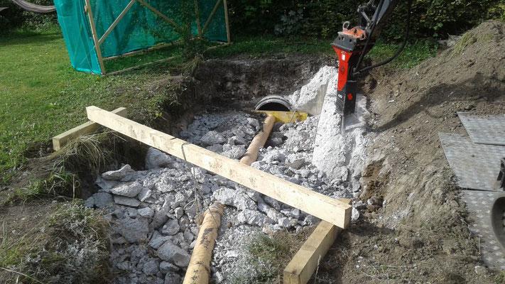 Während Bauarbeiten: Abbruch des Auslaufbauwerks.