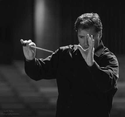 Conductor Zachary Carrettin, Photograph credit: Keith Bobo