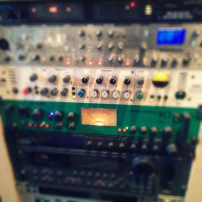 verschiedene Highend-Röhrenmikrofonpreamps (JoeMeek, TLAudio, Focusrite...)