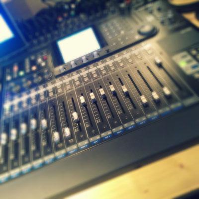 Tascam DM24 automatisierbare Digital-Mixingkonsole