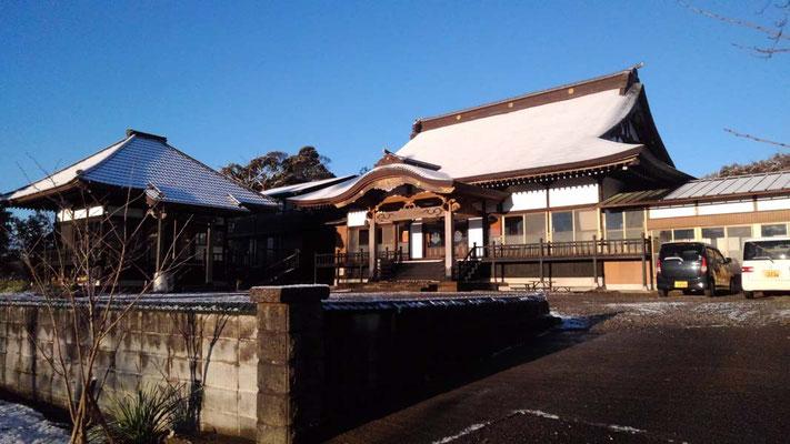 雪化粧した本堂