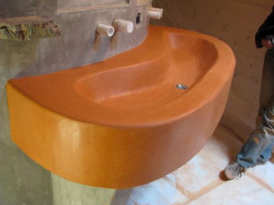 Duschspirale mit Waschtisch und Badewanne, komplett in Tadelakt