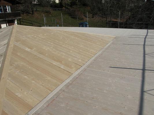 Die Dachkonstruktion ist fertiggestellt