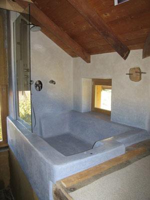 Badewanne und Wände aus Tadelakt