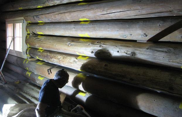 Thurli bein ausnehmen der Kerben für die Lärchenklötze