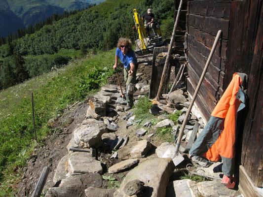 Bruchsteinmauer wird neu aufgebaut und ein wenig erweitert