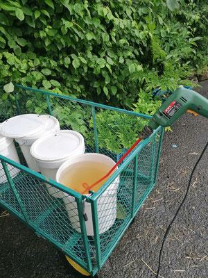 Le mélange se fait grâce à une foreuse et une hélice (qui ne sert que pour ça)