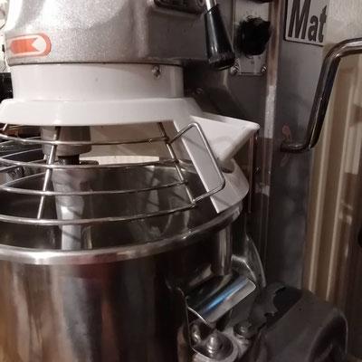 Battre dans le batteur pour obtenir un début de cristalisation