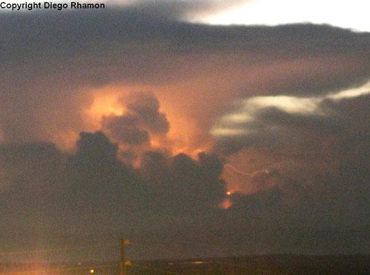 Raio inter-nuvem visto em João Pessoa, Paraíba, em 04/04/2014.