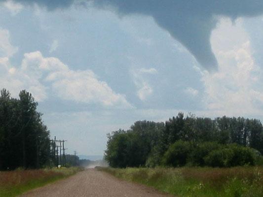 Nuvem funil vista em Birch River, Manitoba, Canadá, em 31/07/2004. Foto de Mason Corden.