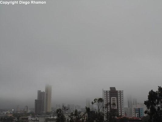 Nevoeiro visto em Campina Grande, Paraíba, em 13/05/2014.