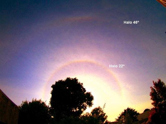 Halos 22º e 46° vistos em 20/05/2007. Foto de Mila.