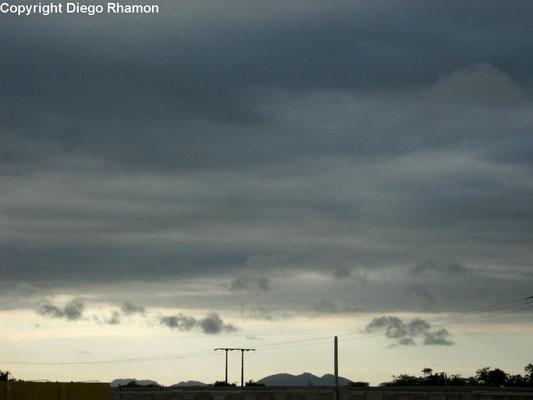 Stratus undulatus vistas em Campina Grande, Paraíba, em 03/04/2015.