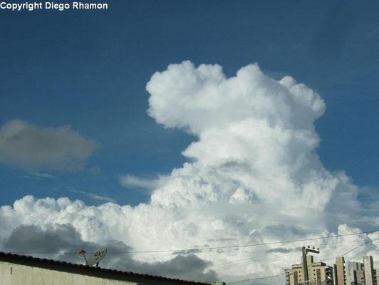Cumulonimbus calvus vista em Campina Grande, Paraíba, em 21/05/2014.