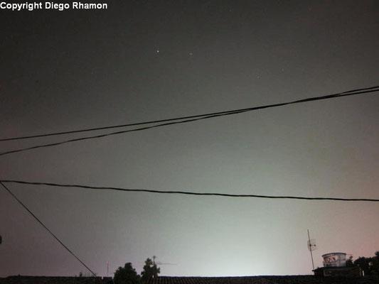 Stratus translucidus vistas em João Pessoa, Paraíba, em 03/05/2011. Note que as estrelas são visíveis através das Stratus.