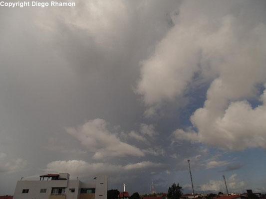 Cumulonimbus praecipitatio vista em João Pessoa, Paraíba, em 09/04/2014.