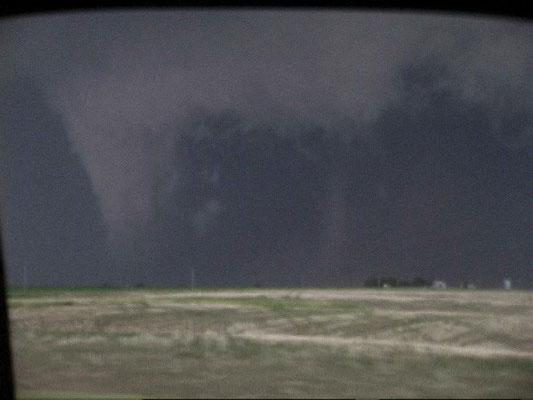 Tornado satélite e tornado principal vistos em Daykin, Nebraska, EUA, em 22/05/2004. Foto de Brian A. Morganti.