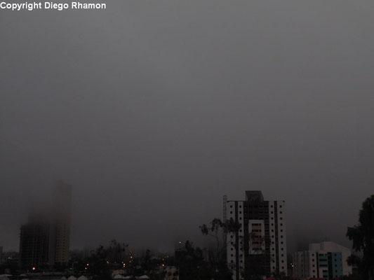 Nevoeiro visto em Campina Grande, Paraíba, em 22/05/2014.