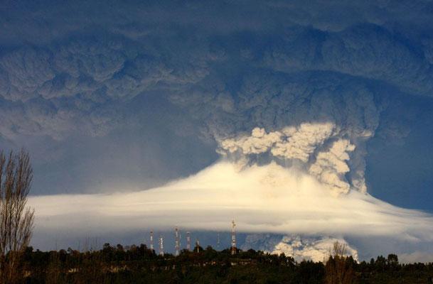Pyrocumulonimbus causada por erupção vulcânica.