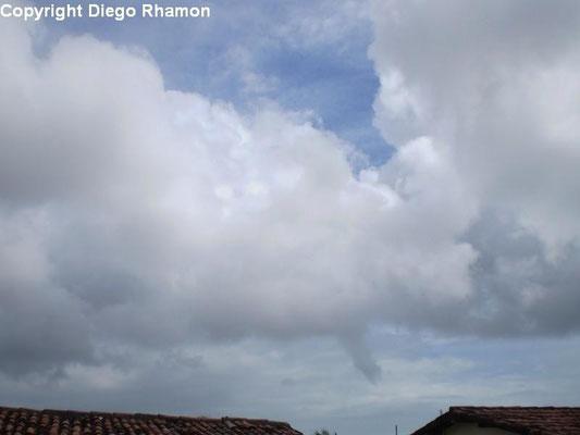 Nuvem funil vista em João Pessoa, Paraíba, em 04/01/2010.