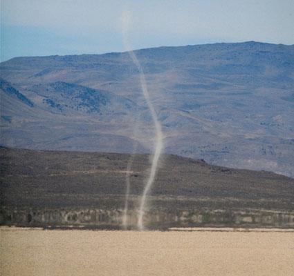 Redemoinhos de poeira vistos em 21/07/2007. Foto de Steve Jurvetson.