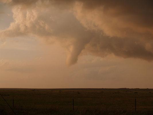 Nuvem funil vista ao norte de Texline, Texas, EUA, em 23/05/2010. Foto de Delbert Pam e Katlyn Boyer.