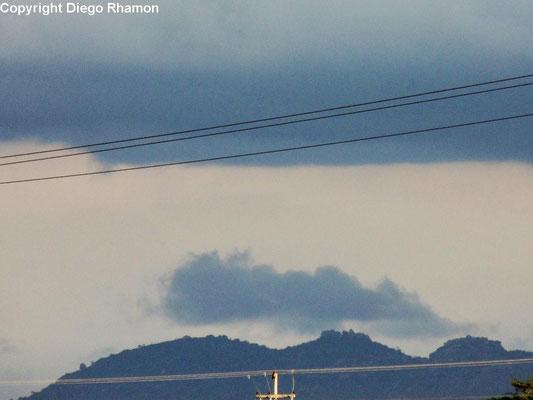 Nuvem orográfica vista em Campina Grande, Paraíba, em 10/10/2014.