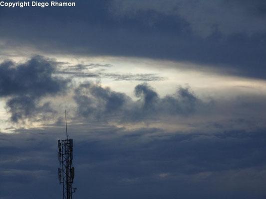 Cumulus com ondulações Kelvin-Helmholtz vistas em João Pessoa, Paraíba, em 07/04/2014.