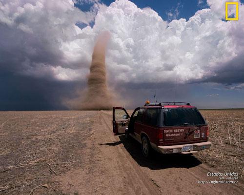 Landspout visto no Kansas, EUA. Foto de Jim Reed.