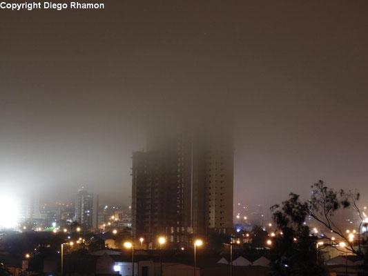 Nevoeiro visto em Campina Grande, Paraíba, em 14/05/2014.