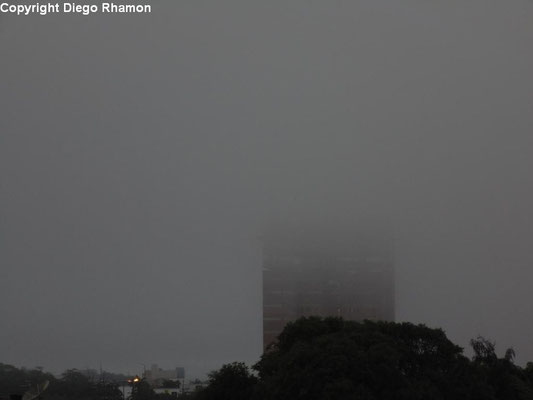 Nevoeiro visto em Campina Grande, Paraíba, em 28/05/2014.